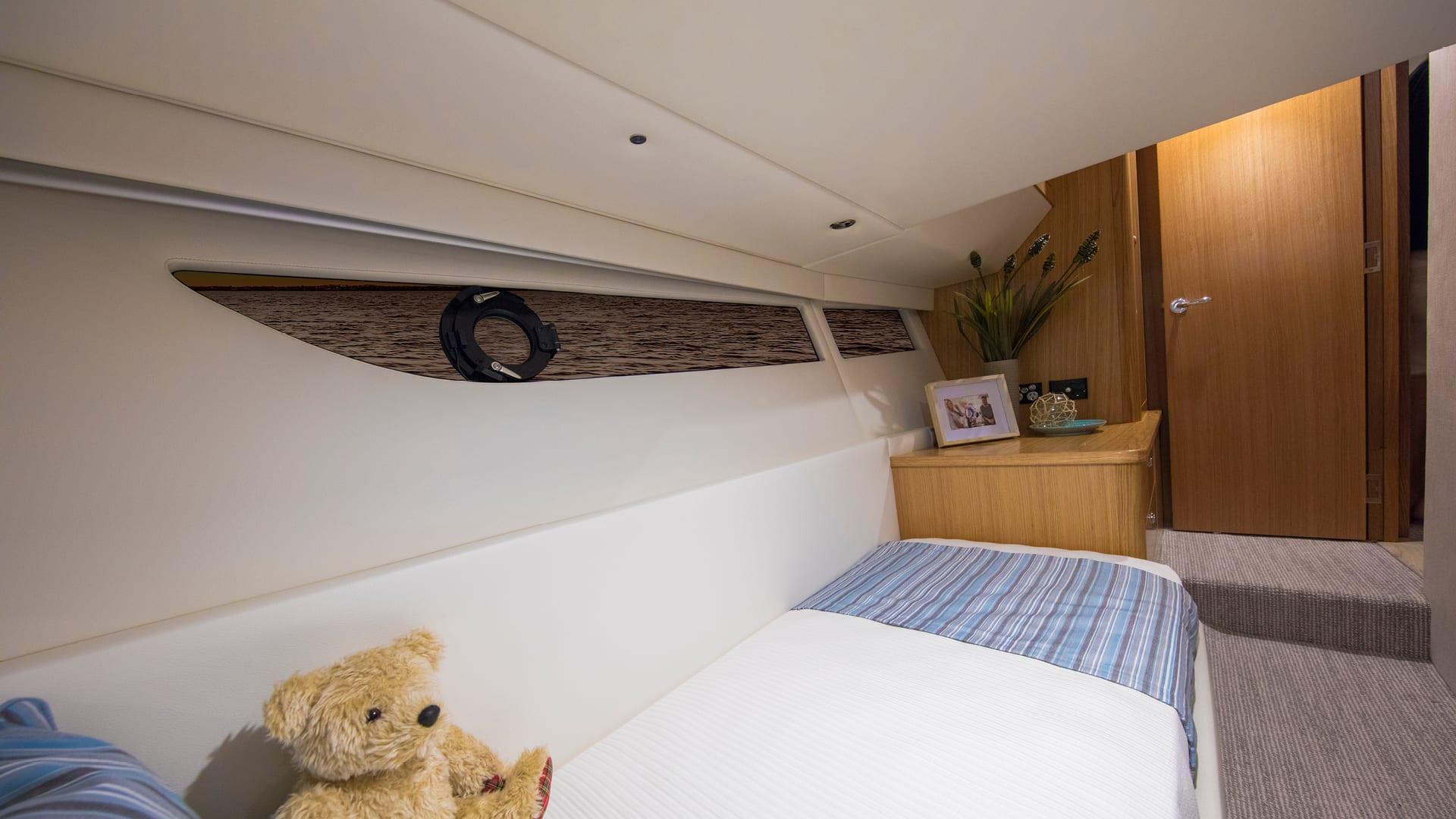 Riviera 395 SUV Guest Stateroom – Satin Oak Timber Finish 02