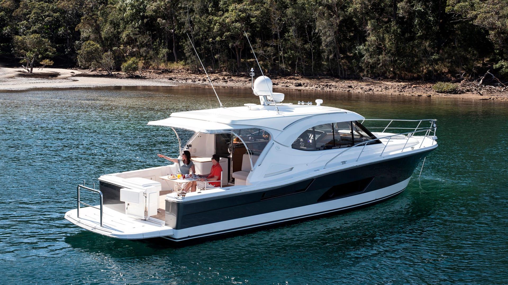 Riviera 445 SUV Anchored 03