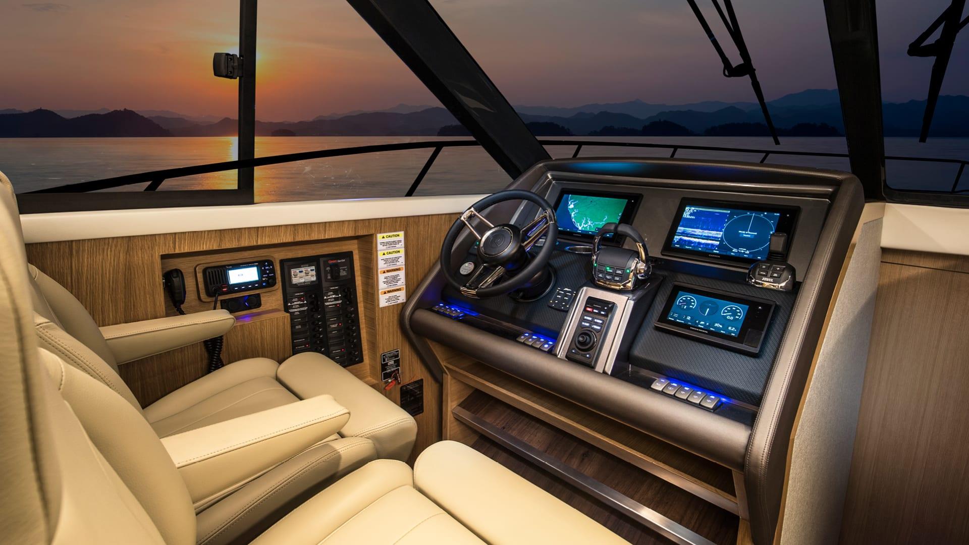 Riviera 445 SUV Helm 01 – Satin Oak Timber Finish