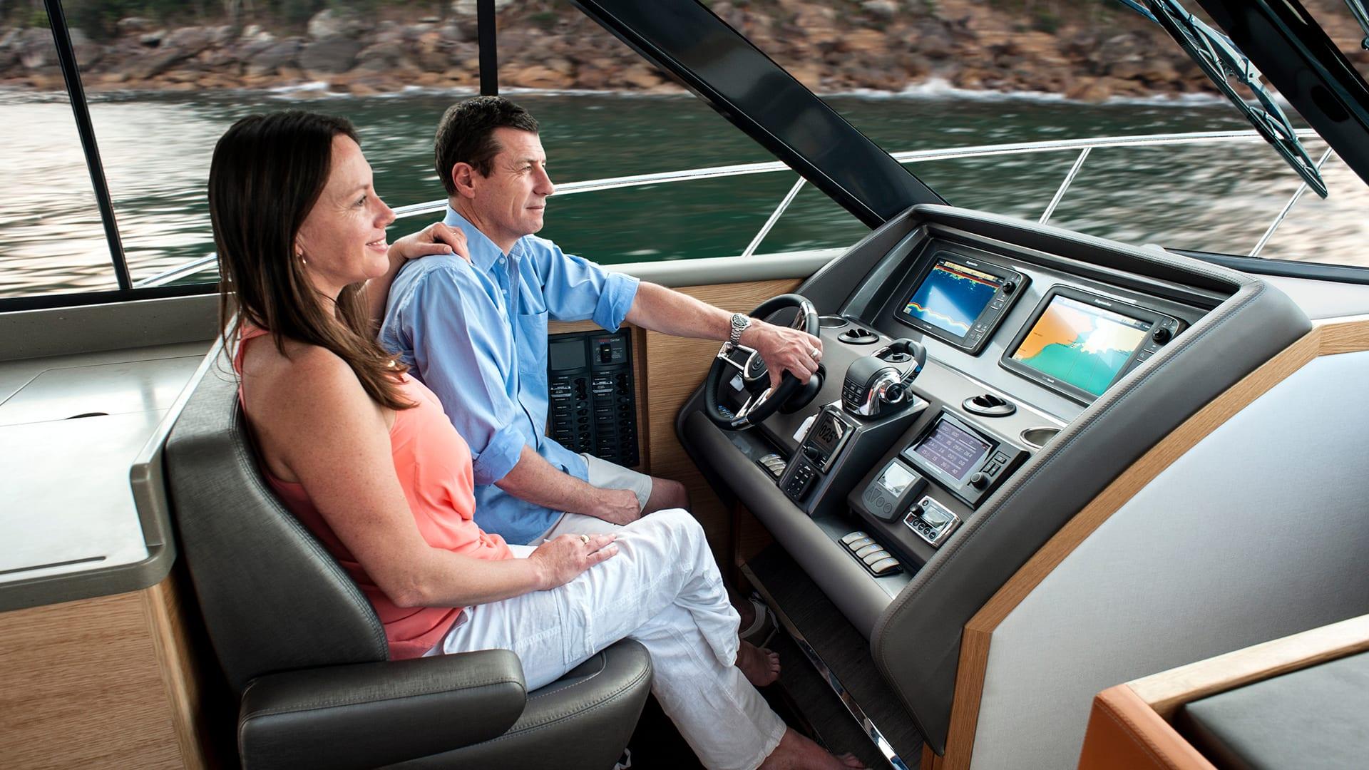 Riviera 445 SUV Helm 02 – Satin Oak Timber Finish