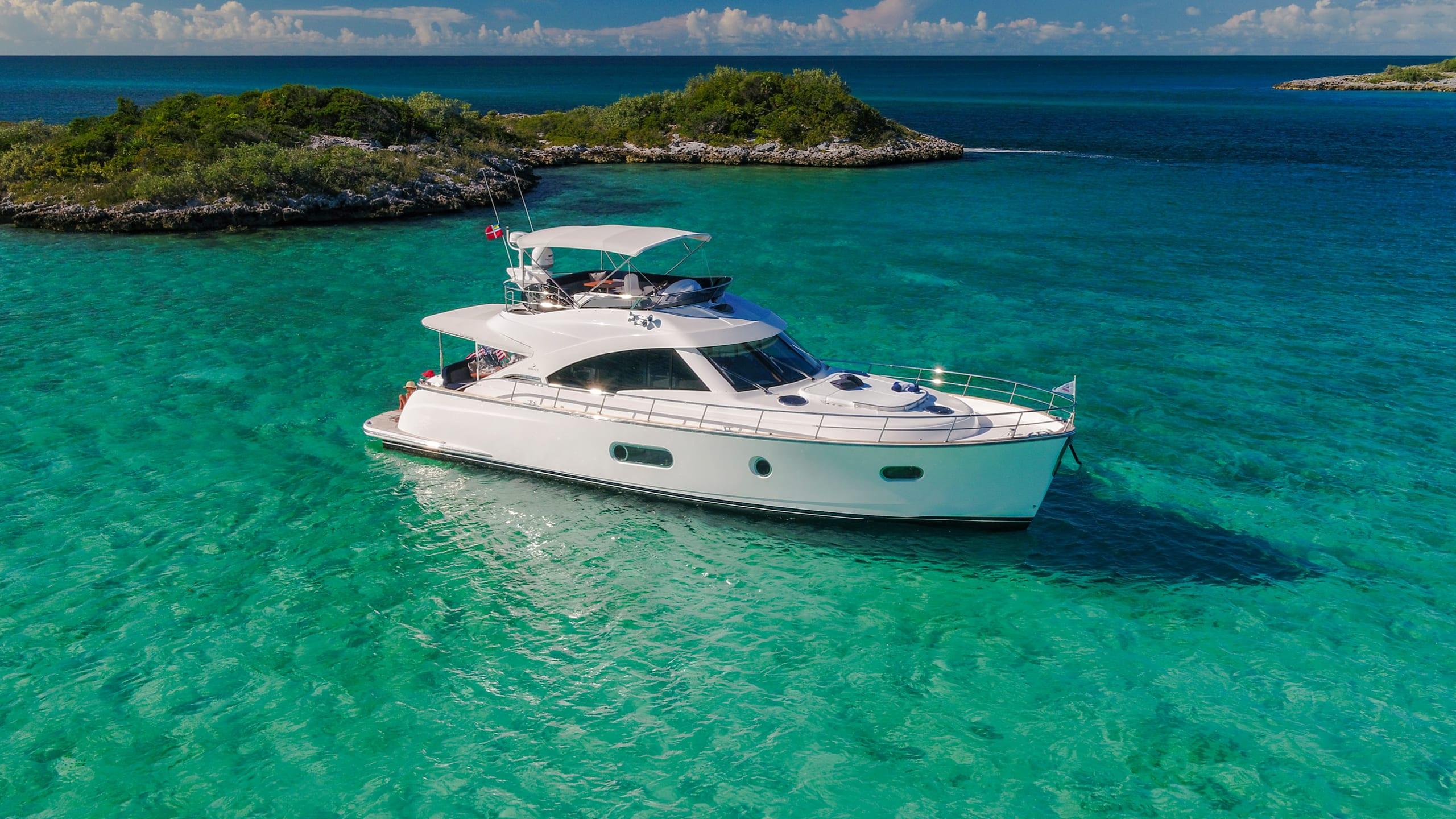 Belize 54 Daybridge Anchored 08