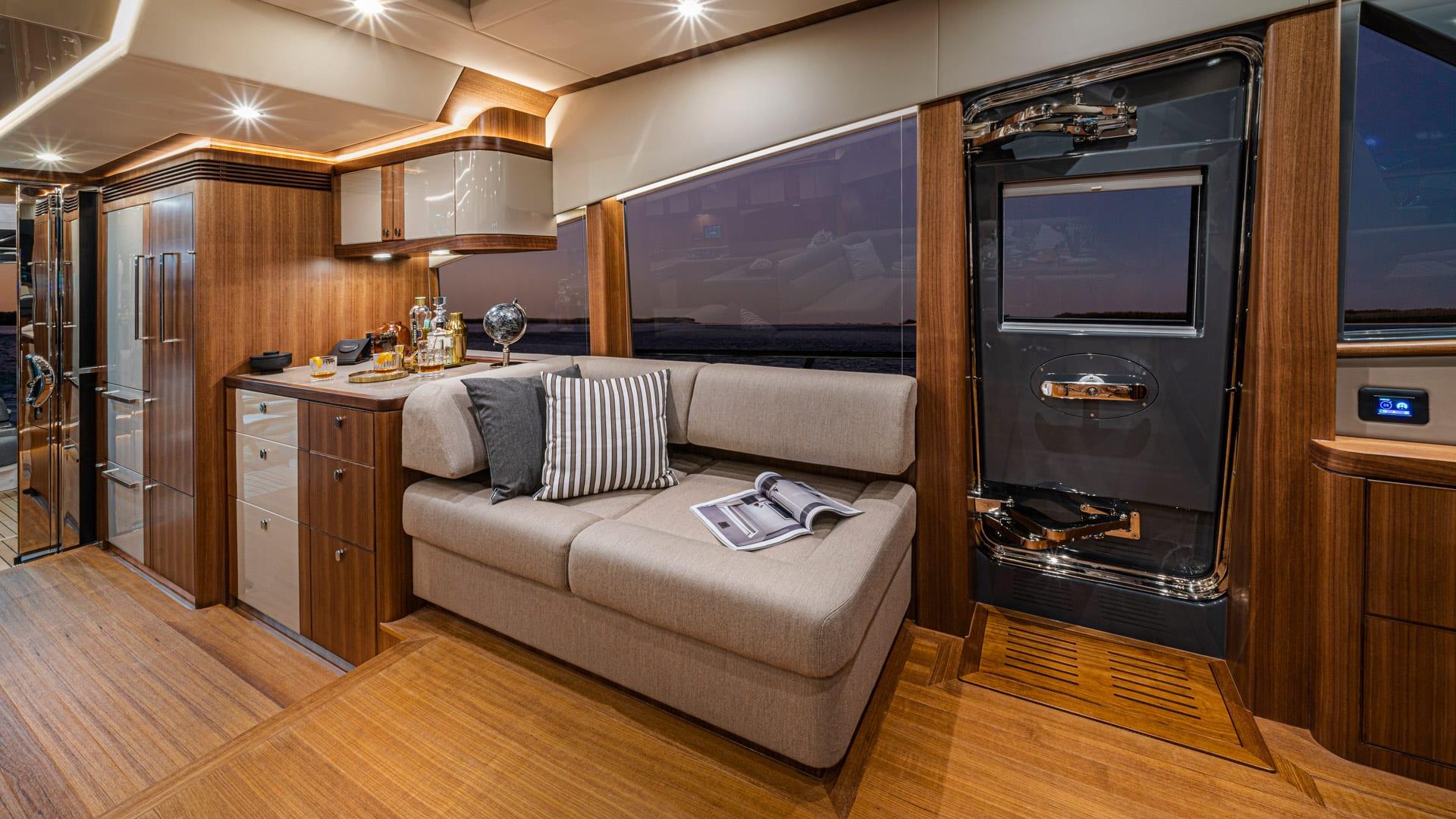 Belize 66 Sedan Port Lounge 01