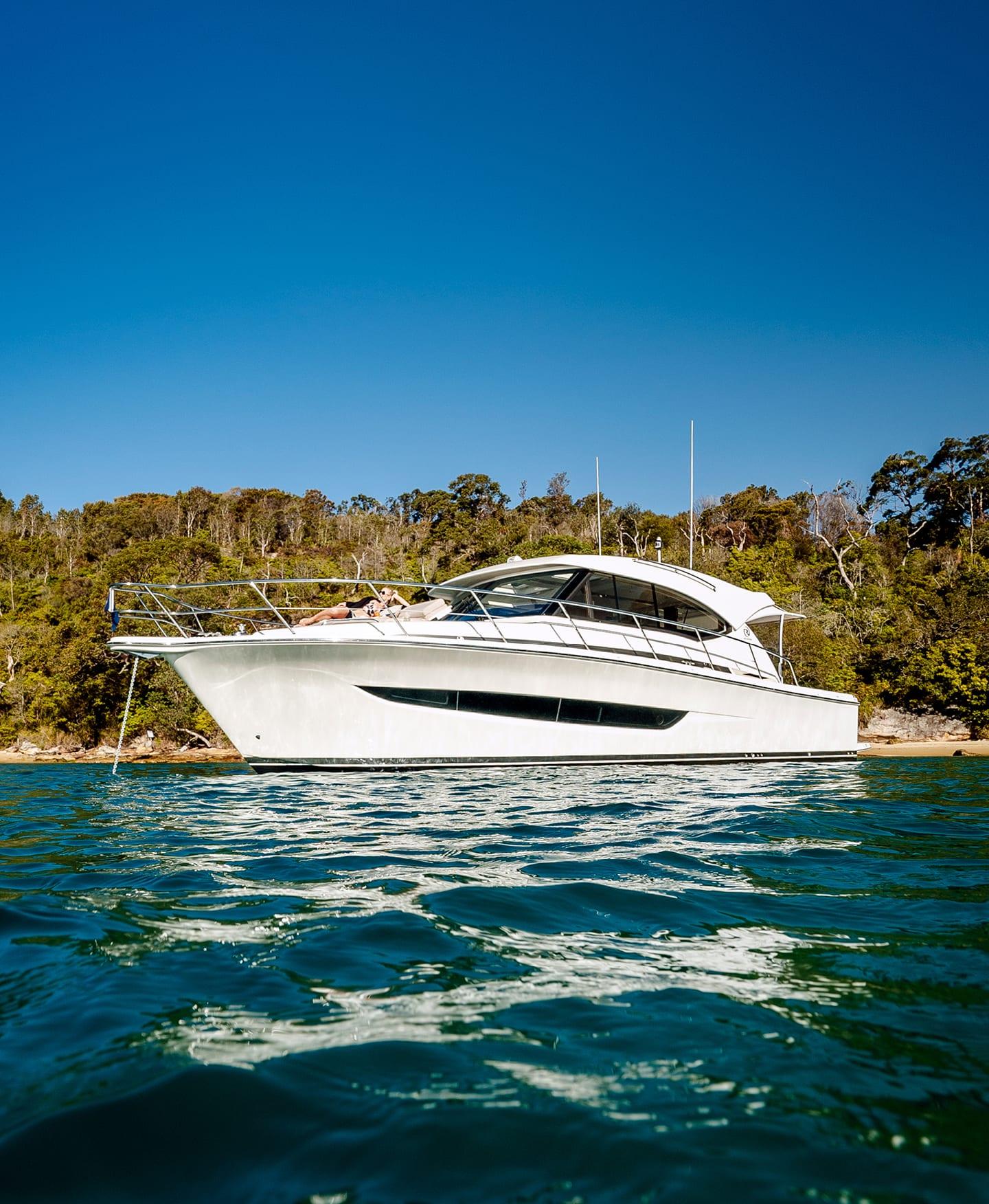 Riviera 395 SUV Anchored 011
