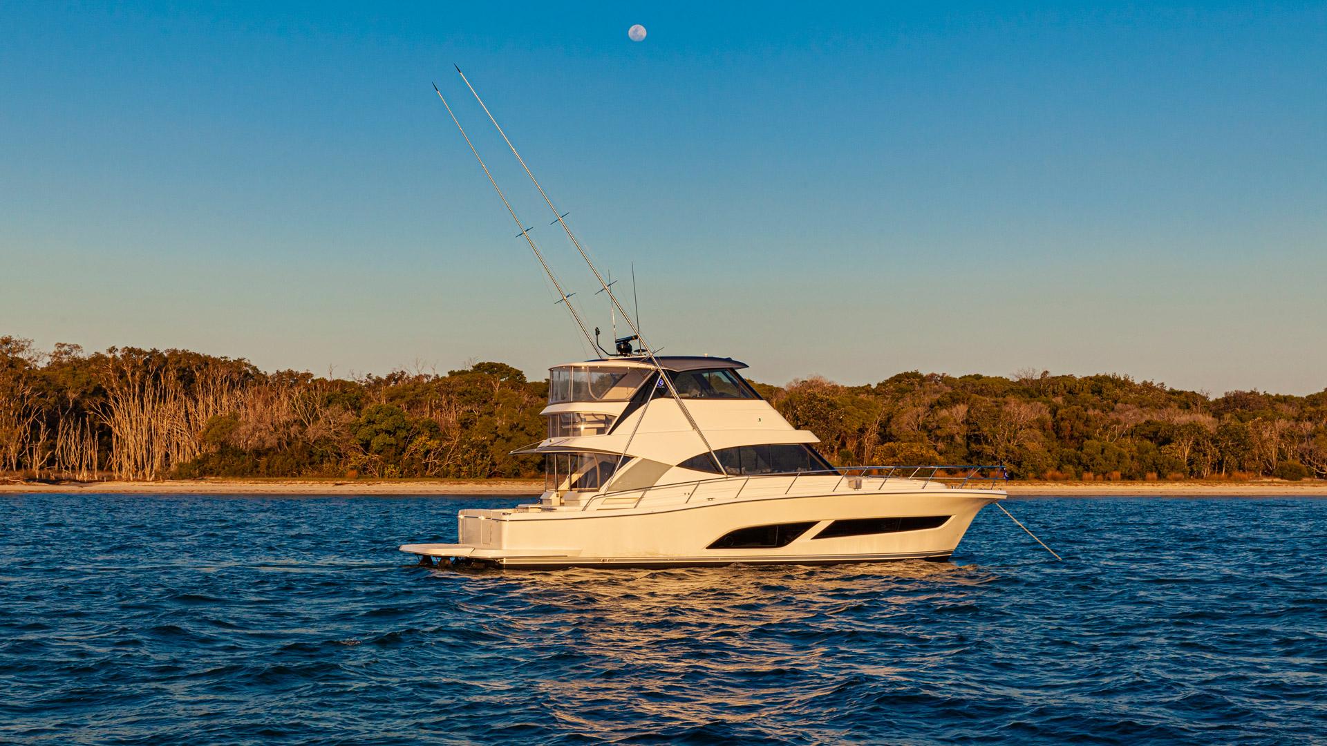 Riviera 50 Sports Motor Yacht Anchored 02