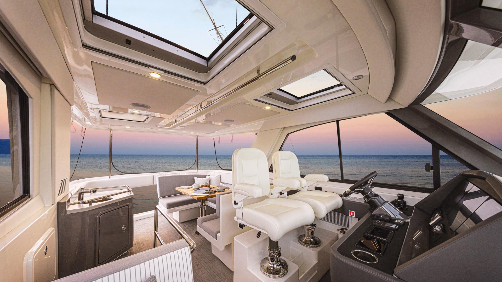 Riviera 50 Sports Motor Yacht Flybridge 02