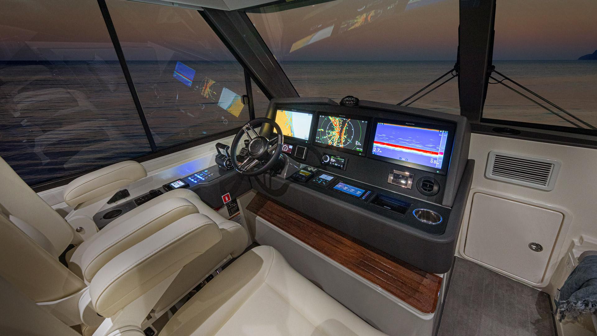 Riviera 50 Sports Motor Yacht Helm 02