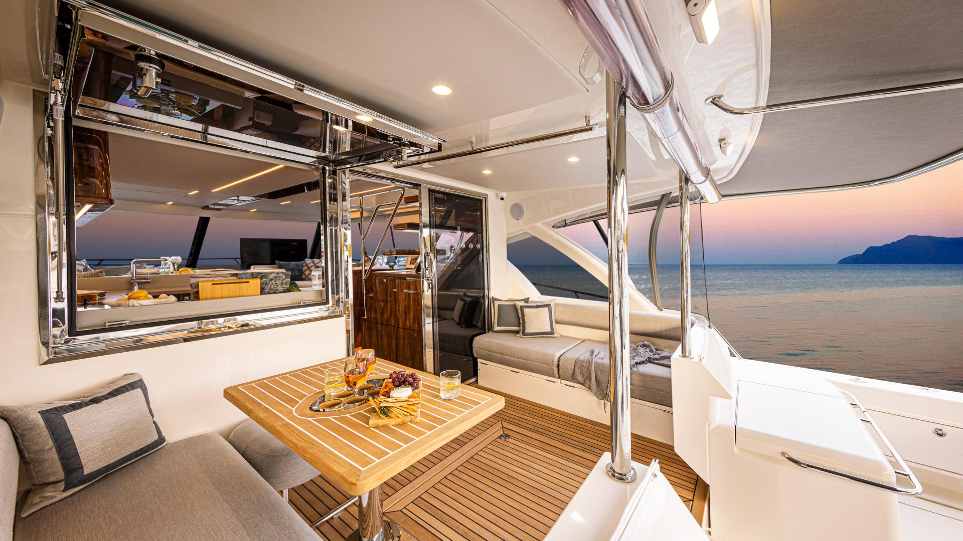 Riviera 50 Sports Motor Yacht Mezzanine 02