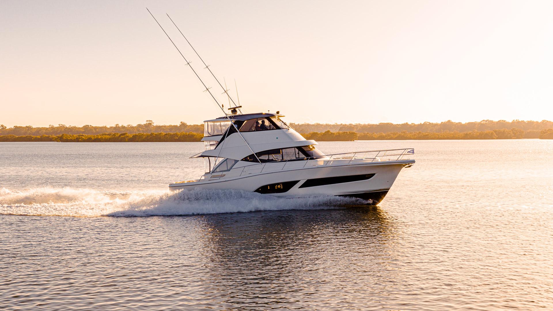 Riviera 50 Sports Motor Yacht Running 014