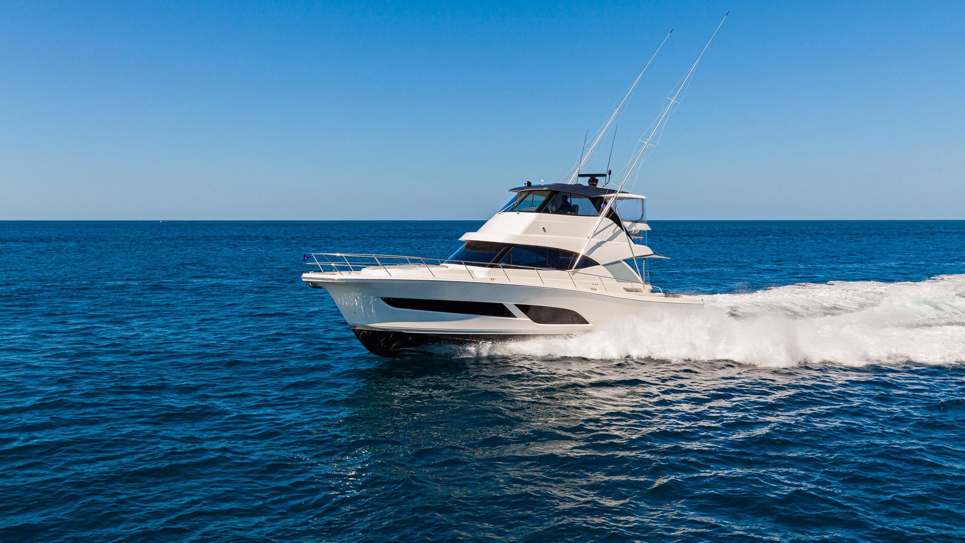 Riviera 50 Sports Motor Yacht Running 02