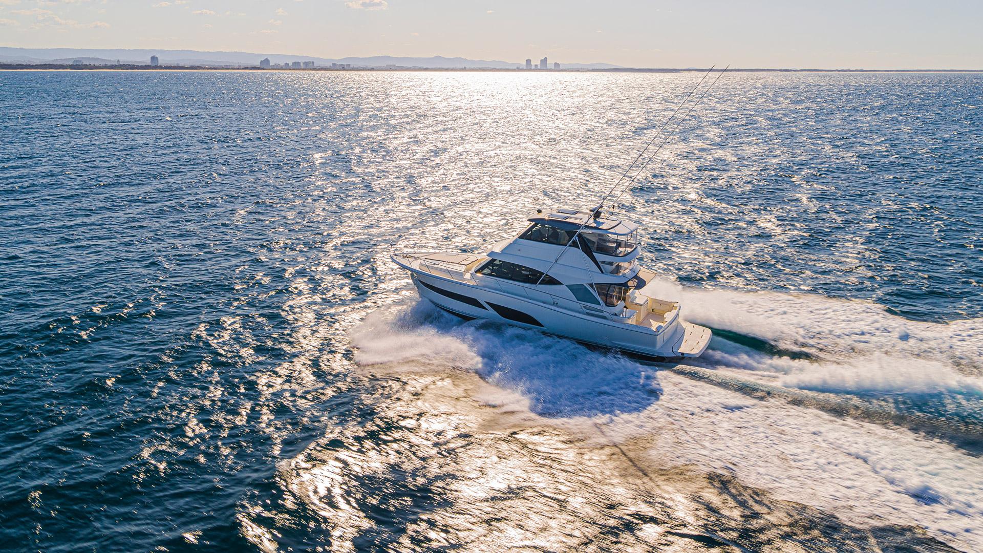 Riviera 50 Sports Motor Yacht Running 023