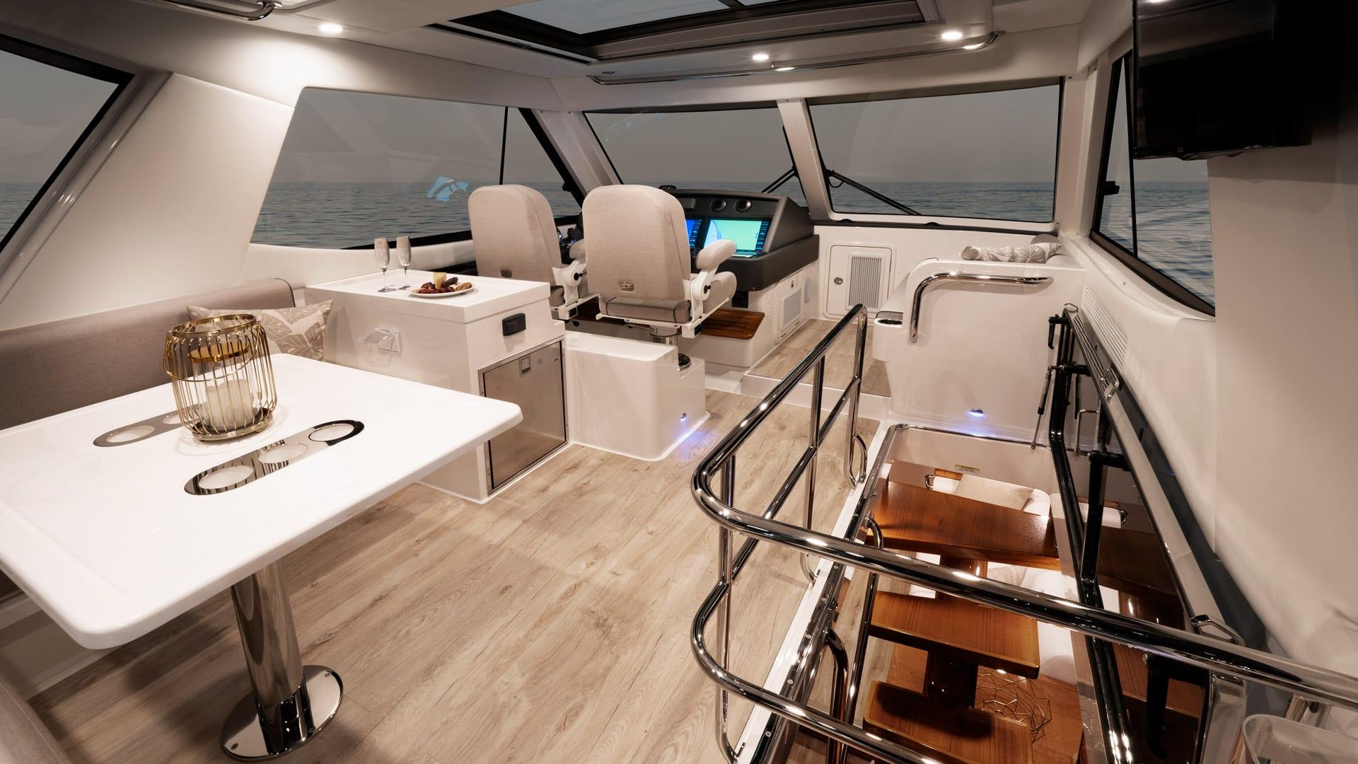 Riviera 54 Enclosed Flybridge – Flybridge 01