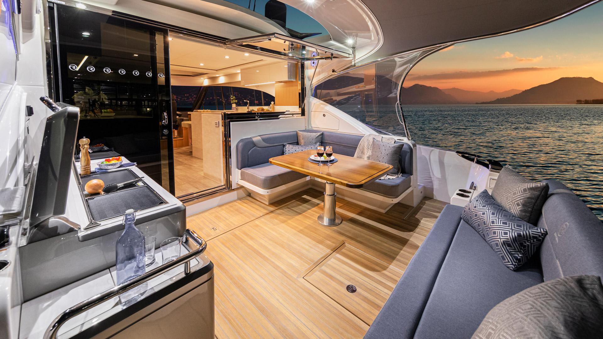 Riviera 5400 Sport Yacht Platinum Edition Cockpit 07