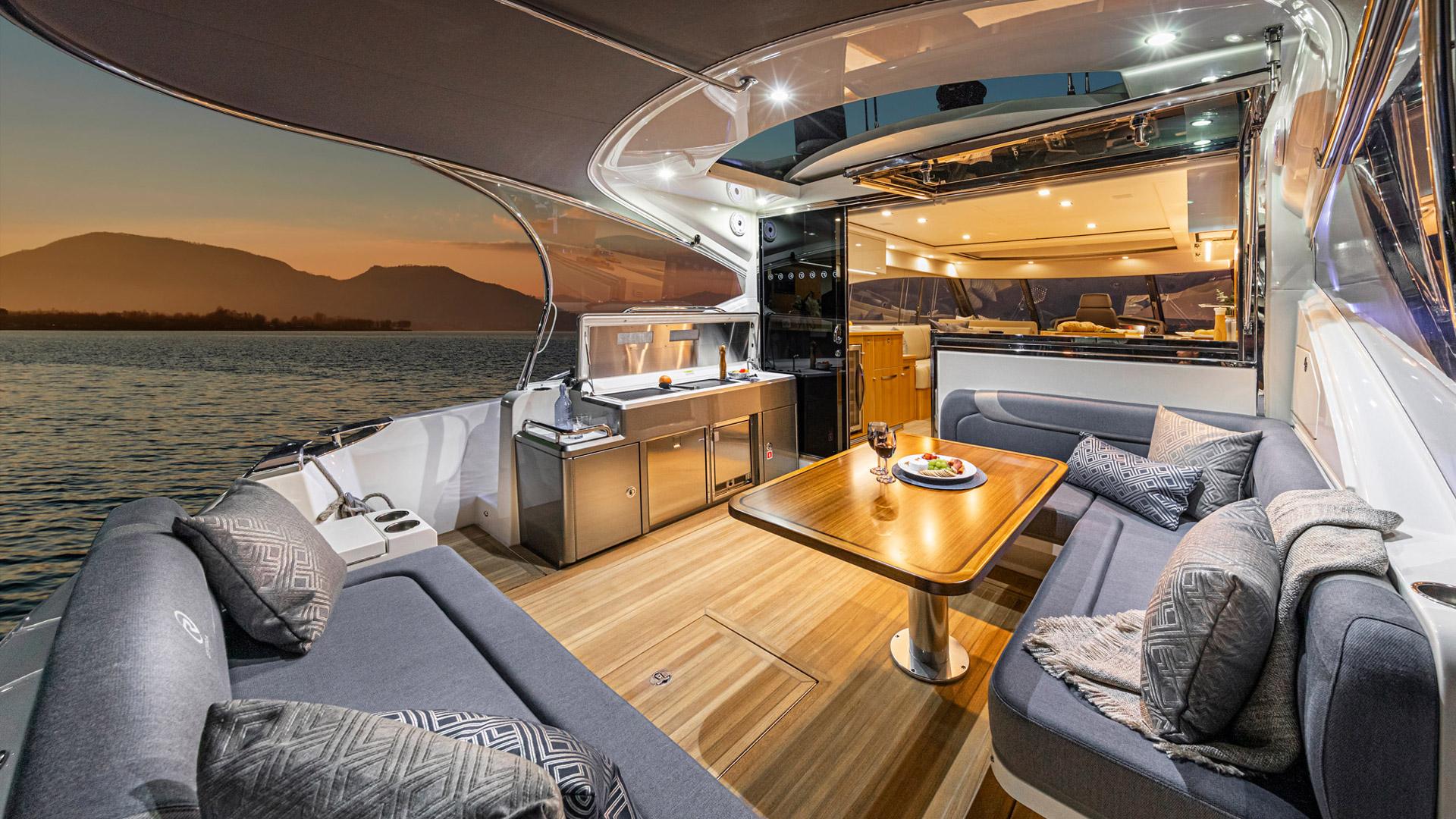 Riviera 5400 Sport Yacht Platinum Edition Cockpit 08