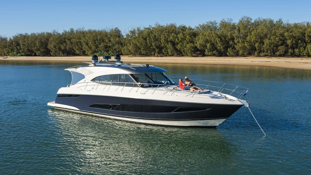 Riviera 5400 Sport Yacht Platinum Edition Foredeck 05