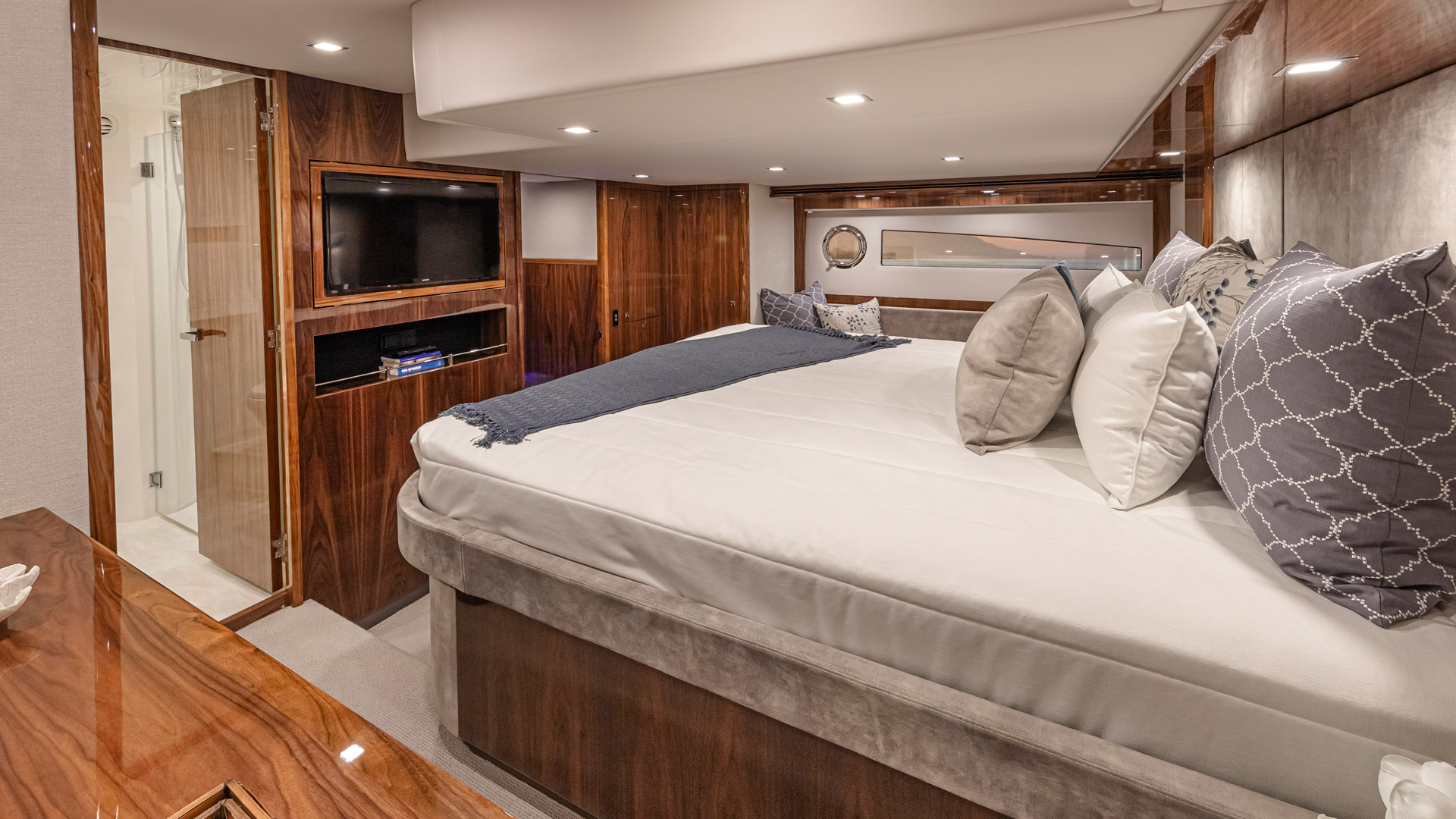 Riviera 5400 Sport Yacht Platinum Edition Forward Master Stateroom – Gloss Walnut Timber Finish 02