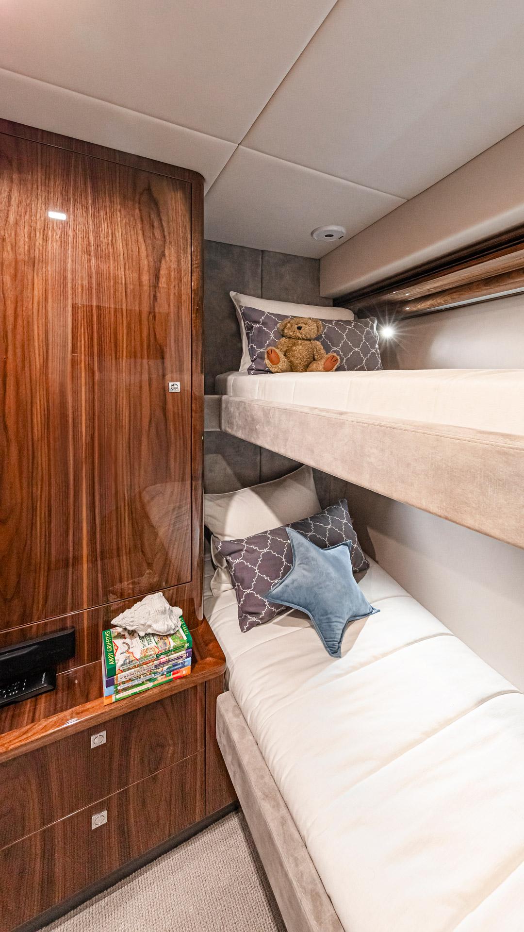 Riviera 5400 Sport Yacht Platinum Edition Forward Port Stateroom – Gloss Walnut Timber Finish 01