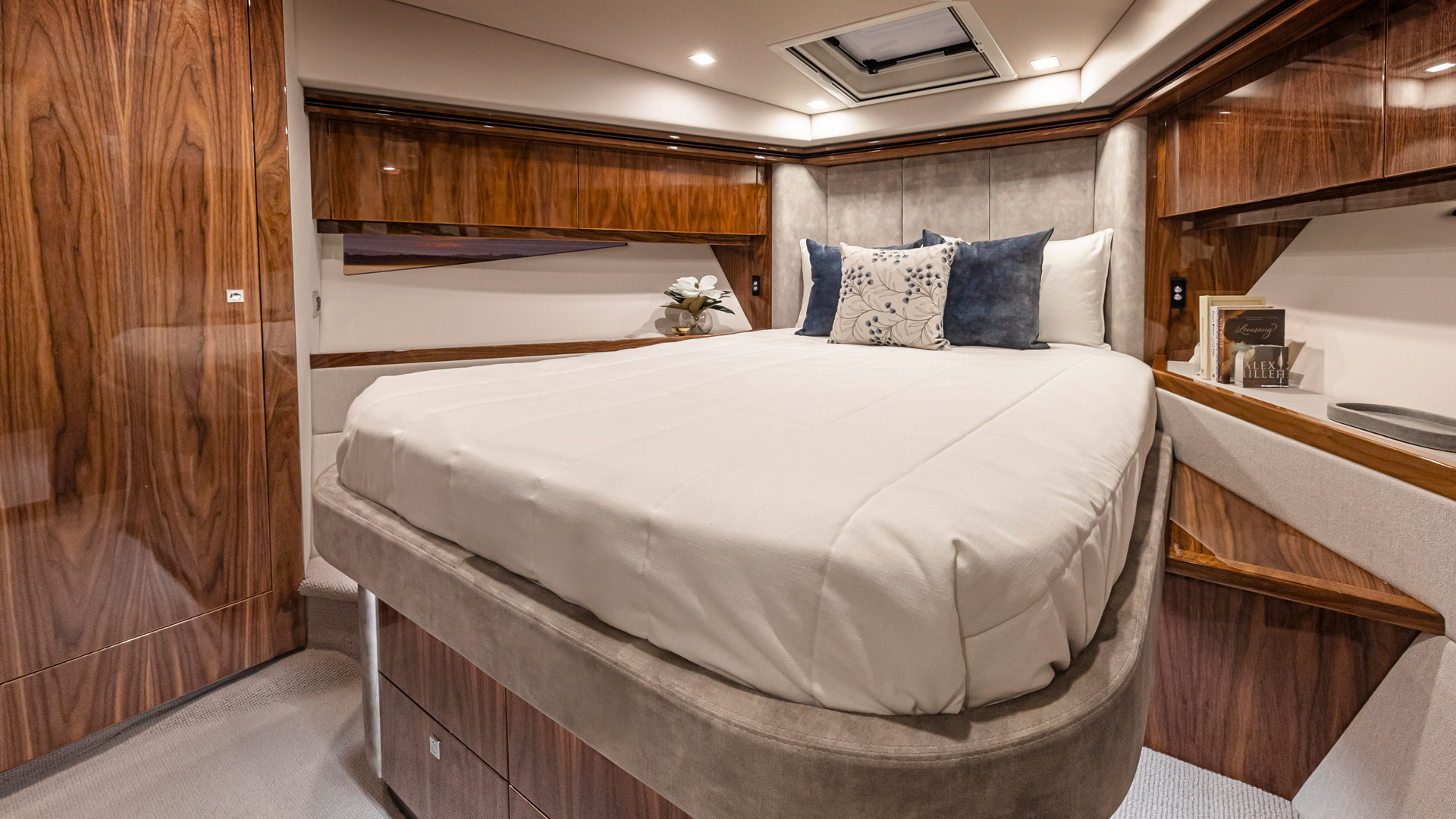 Riviera 5400 Sport Yacht Platinum Edition Forward VIP Stateroom – Gloss Walnut Timber Finish 01