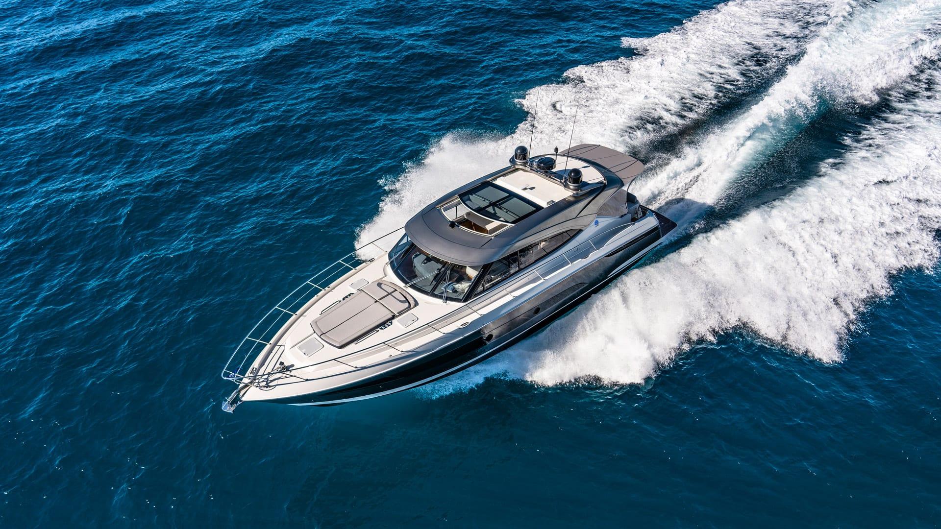 Riviera 5400 Sport Yacht Platinum Edition Running 03