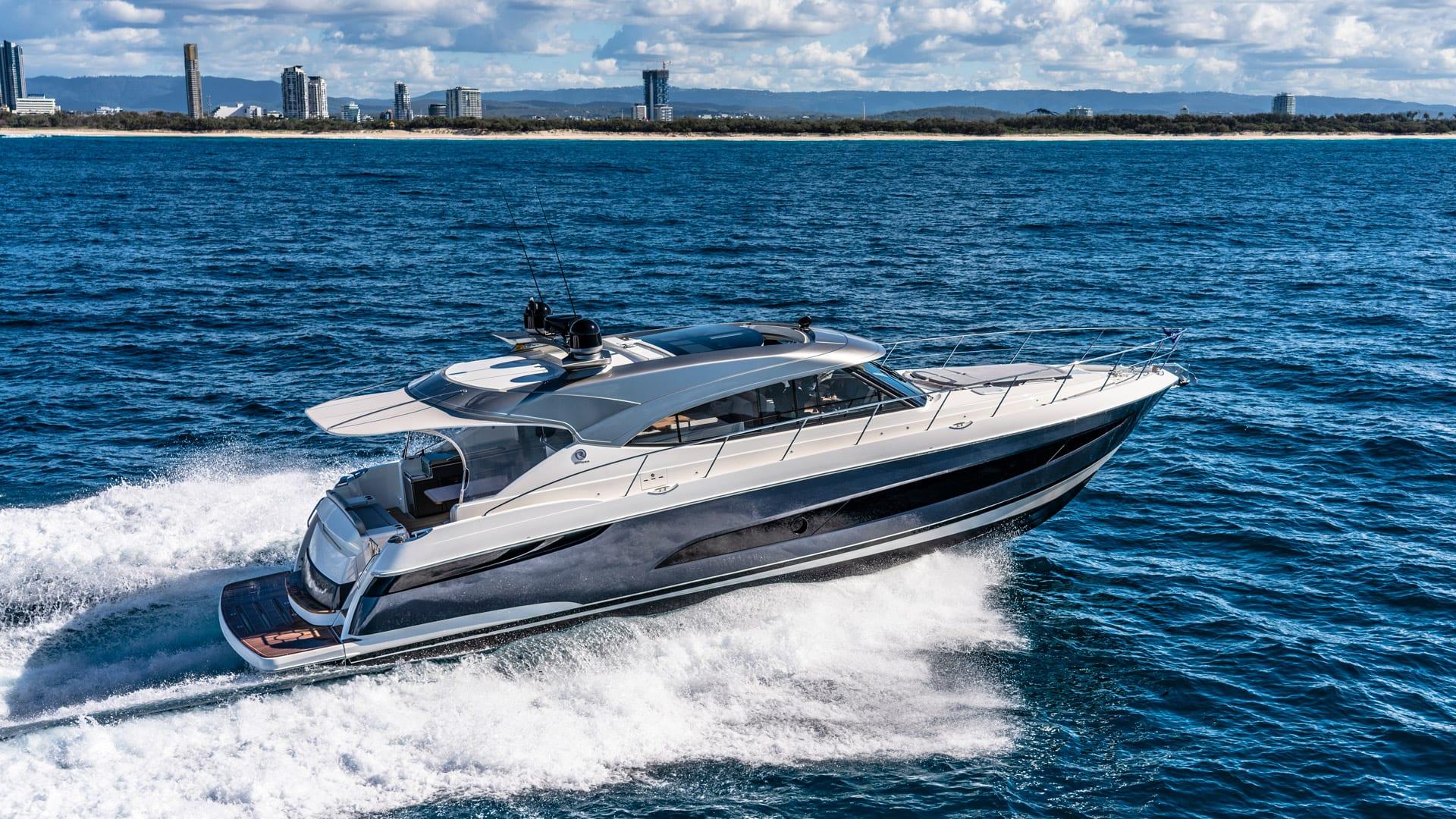 Riviera 5400 Sport Yacht Platinum Edition Running 05