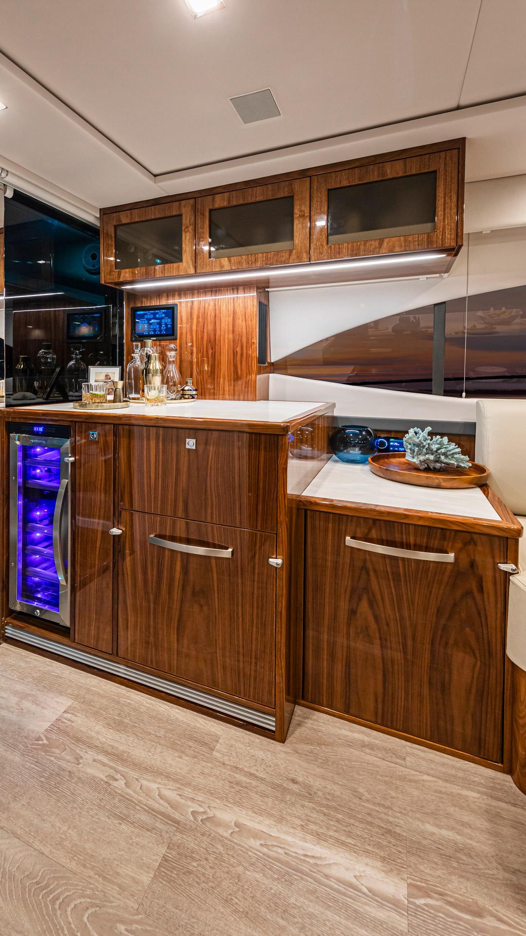 Riviera 5400 Sport Yacht Platinum Edition Wet Bar – Gloss Walnut Timber Finish 01