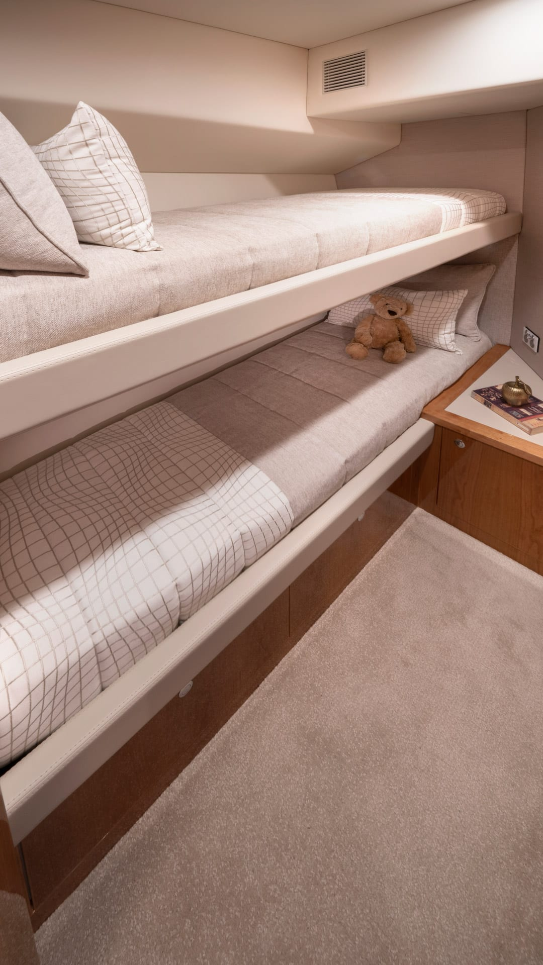 Riviera 545 SUV Starboard Stateroom – Gloss Cherrywood Timber Finish 01