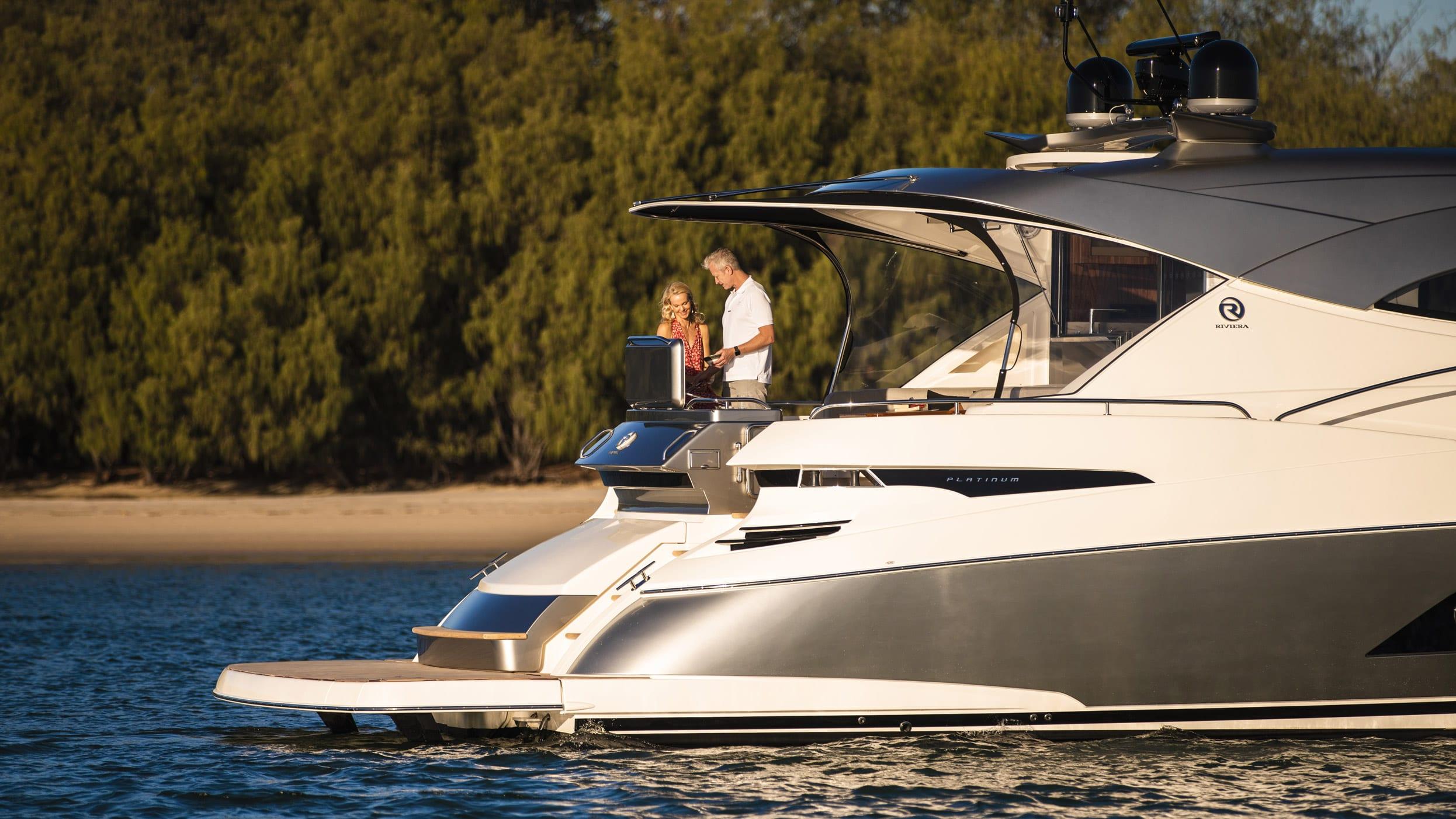Riviera 6000 Sport Yacht Platinum Edition Lifestyle 09