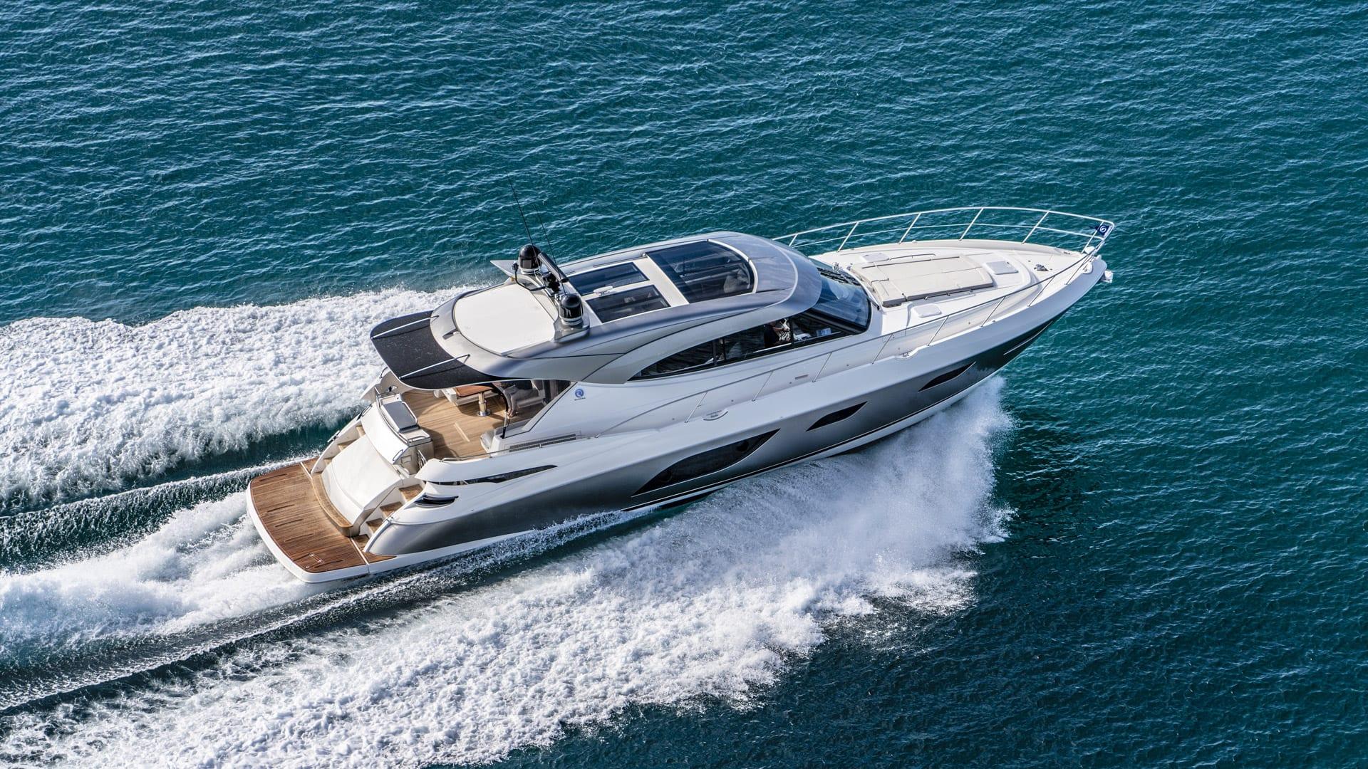 Riviera 6000 Sport Yacht Platinum Edition Running 01