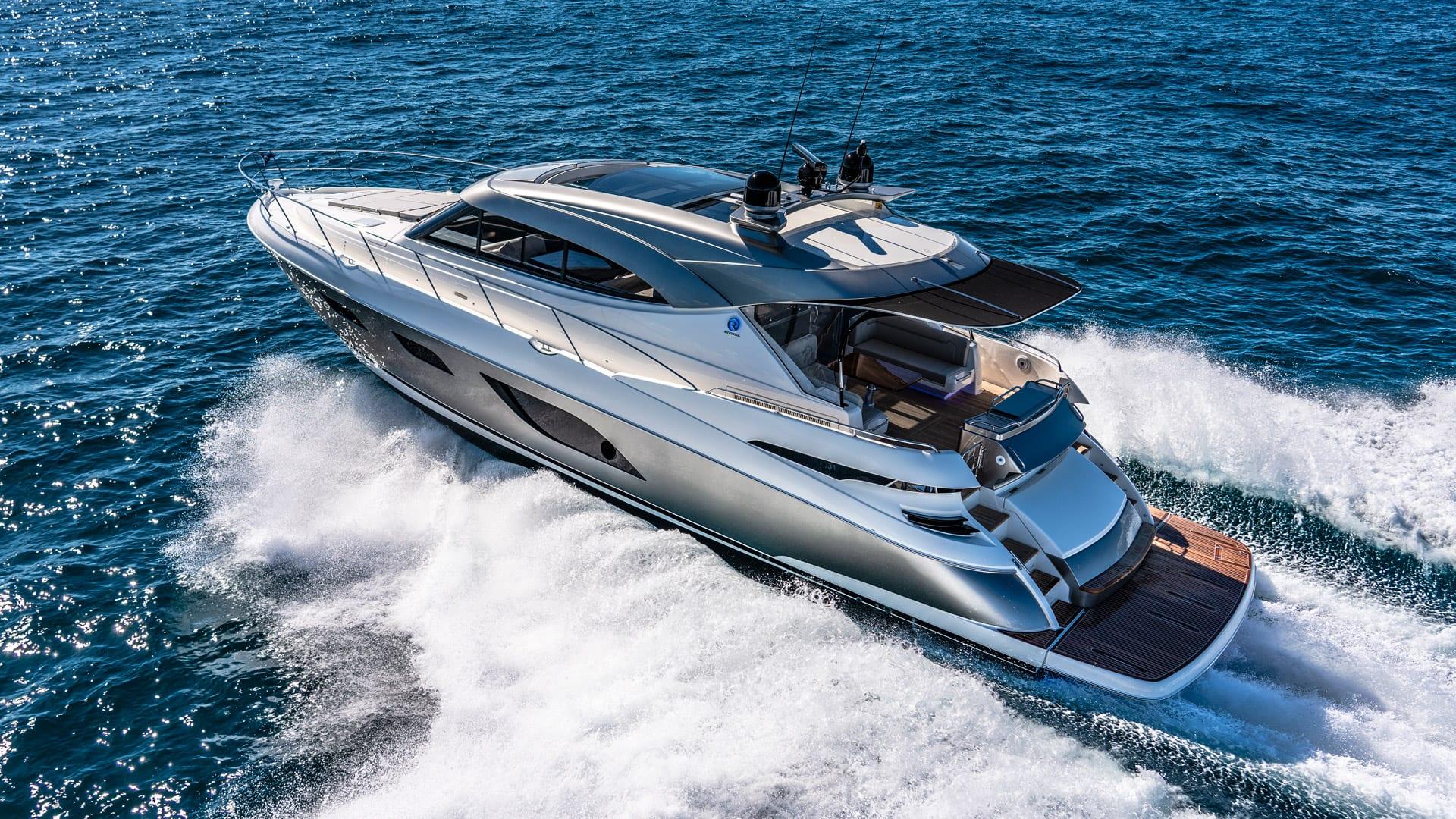 Riviera 6000 Sport Yacht Platinum Edition Running 07