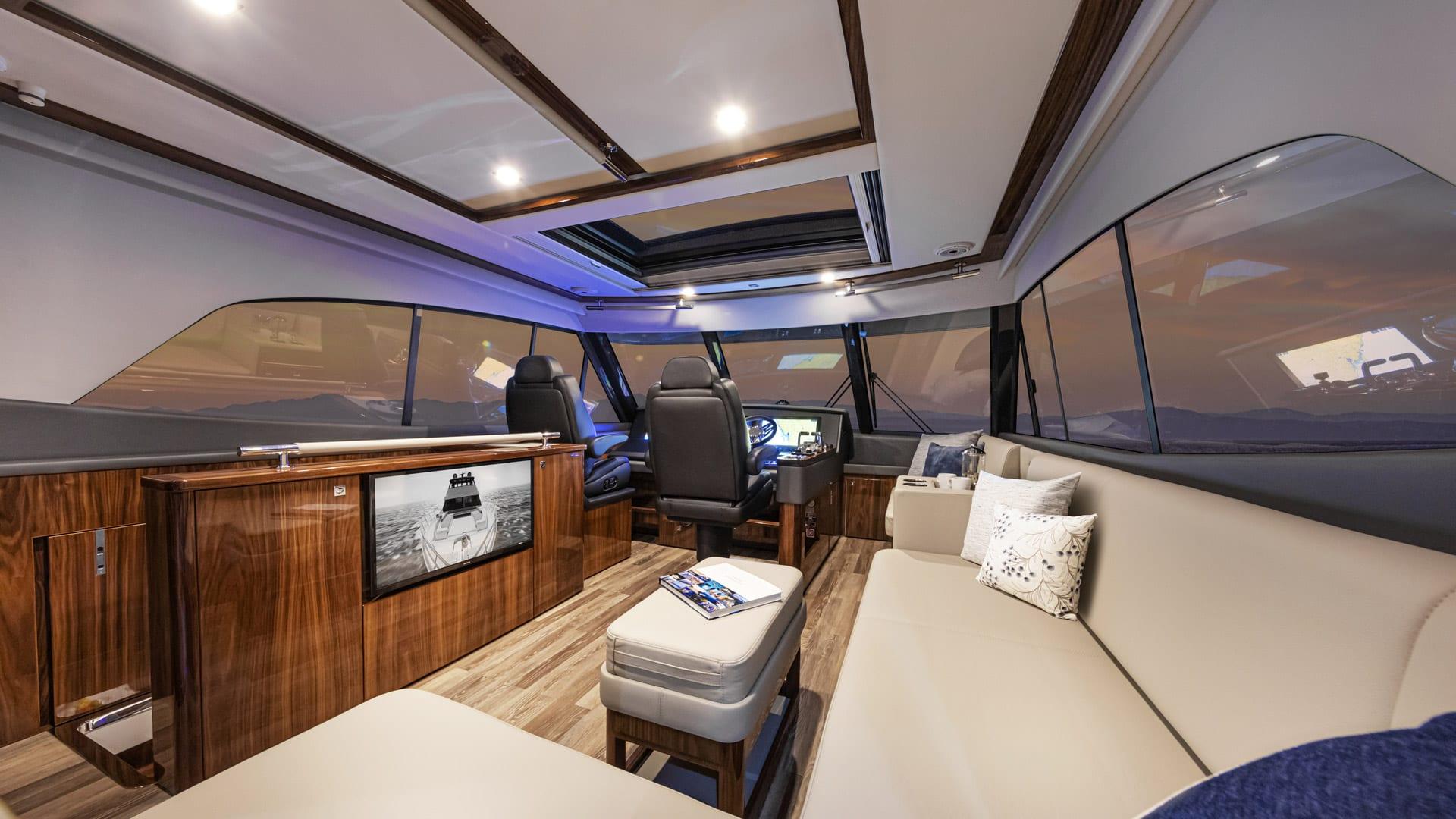 Riviera 64 Sports Motor Yacht Flybridge 01
