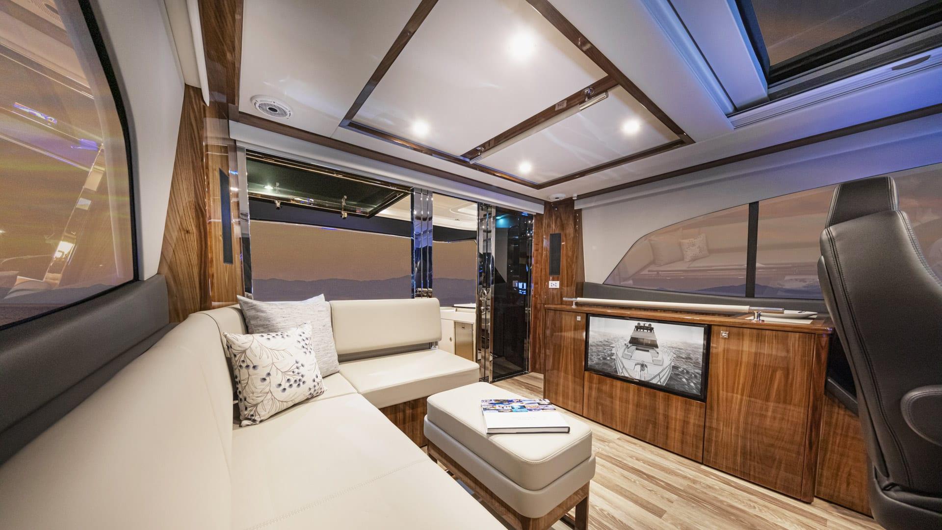 Riviera 64 Sports Motor Yacht Flybridge 02