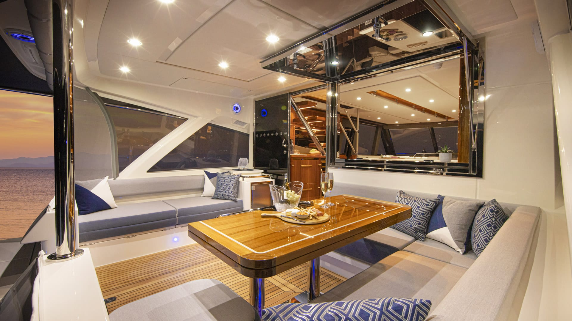 Riviera 64 Sports Motor Yacht Mezzanine 02