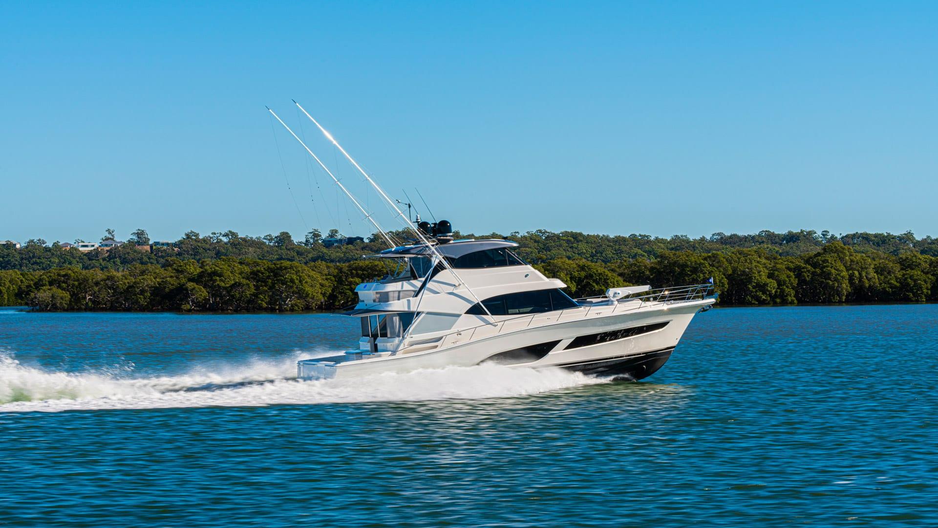Riviera 64 Sports Motor Yacht Running 012