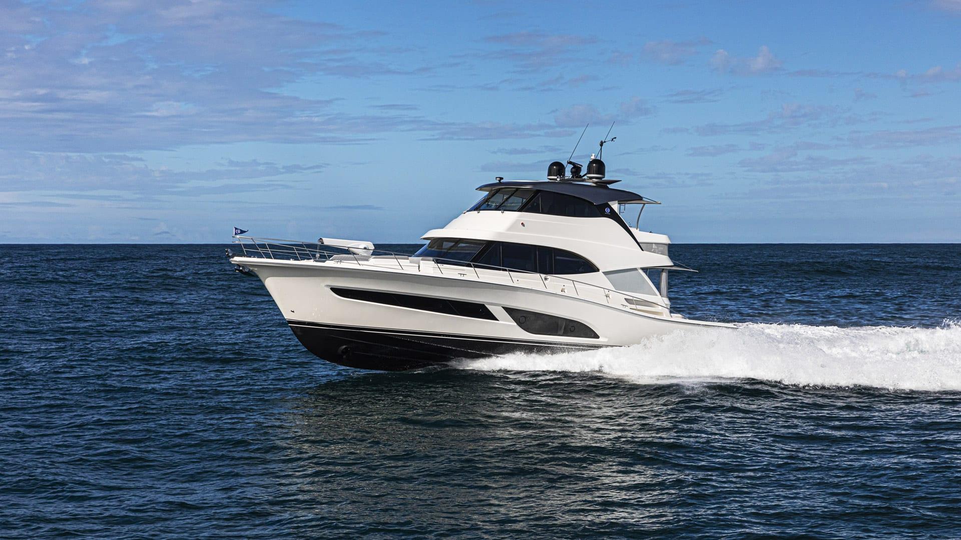 Riviera 64 Sports Motor Yacht Running 04