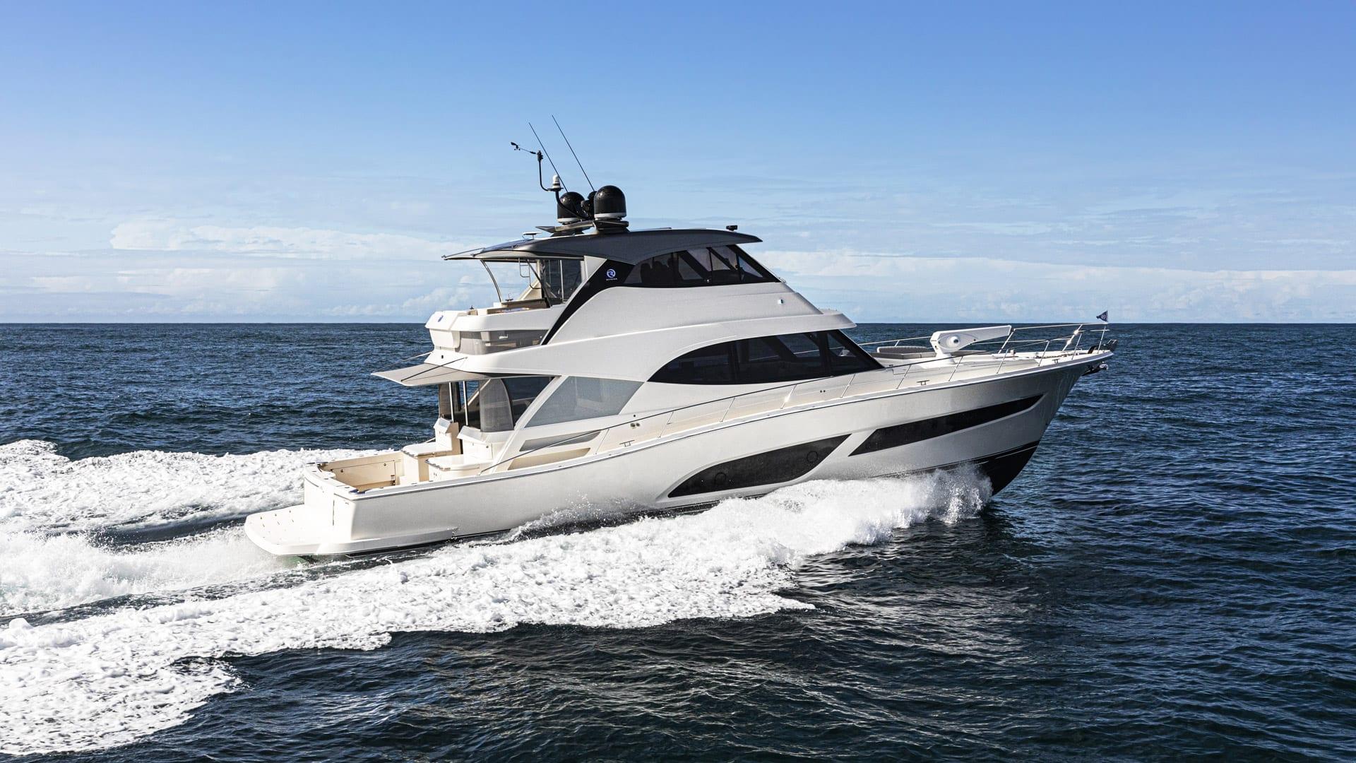 Riviera 64 Sports Motor Yacht Running 05