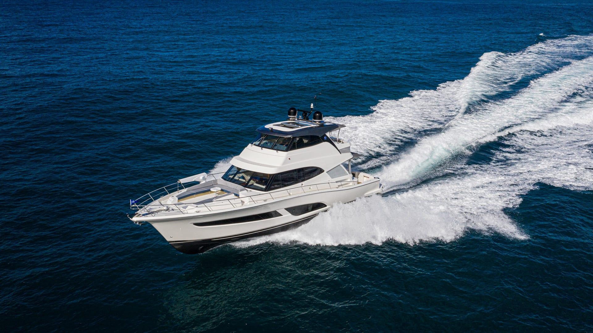 Riviera 64 Sports Motor Yacht Running 06