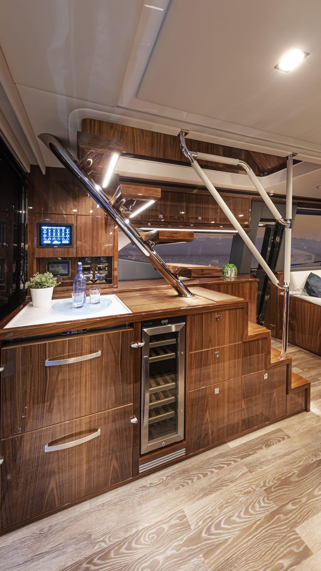 Riviera 64 Sports Motor Yacht Wet Bar 01
