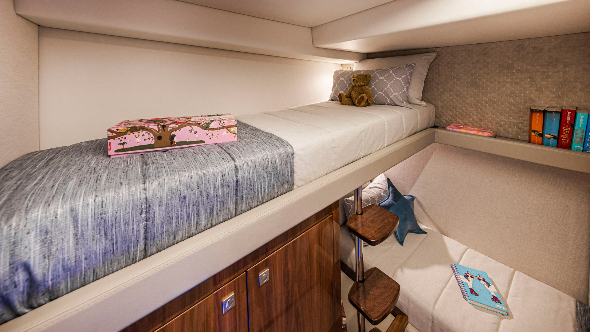 Riviera 645 SUV Starboard Stateroom 04