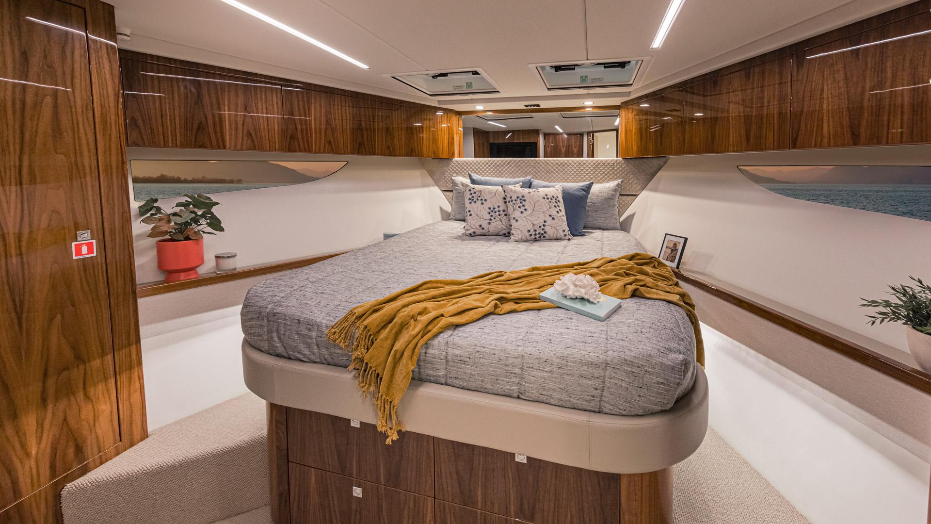 Riviera 645 SUV VIP Stateroom 01