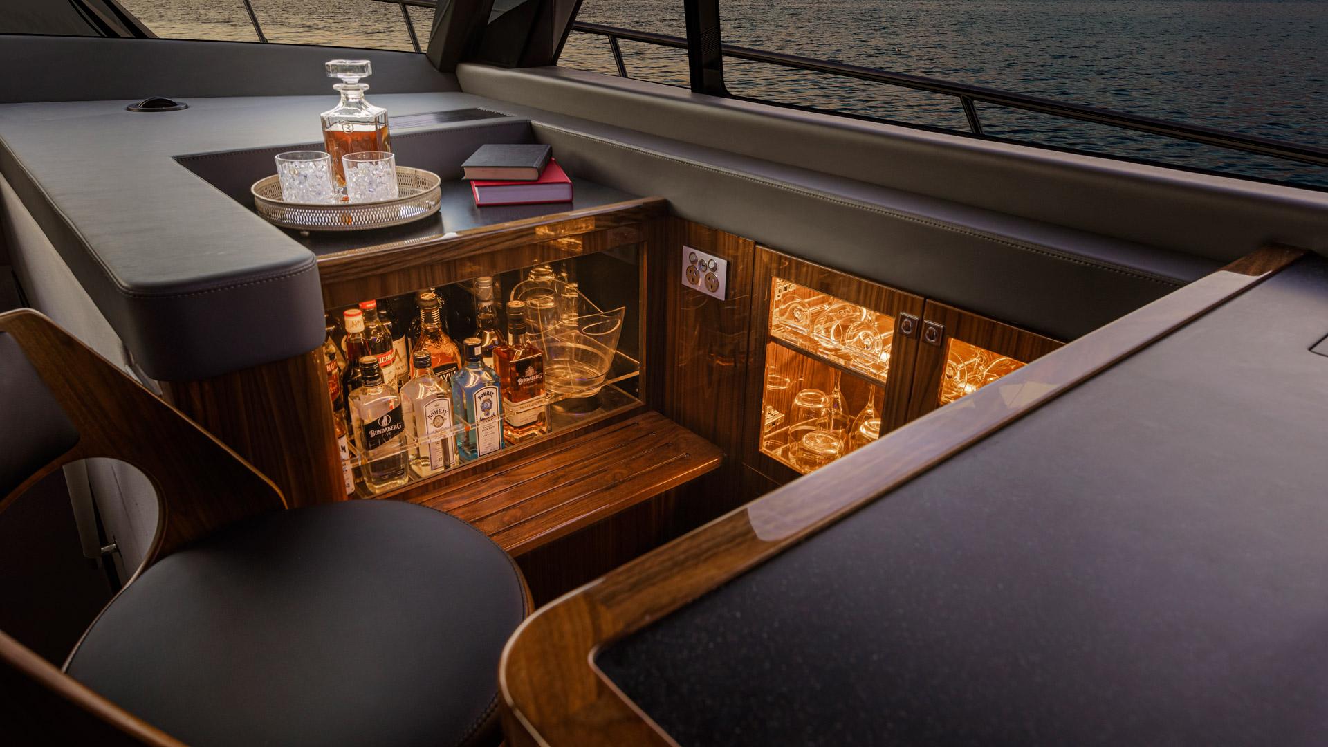 Riviera 645 SUV Wet Bar 01