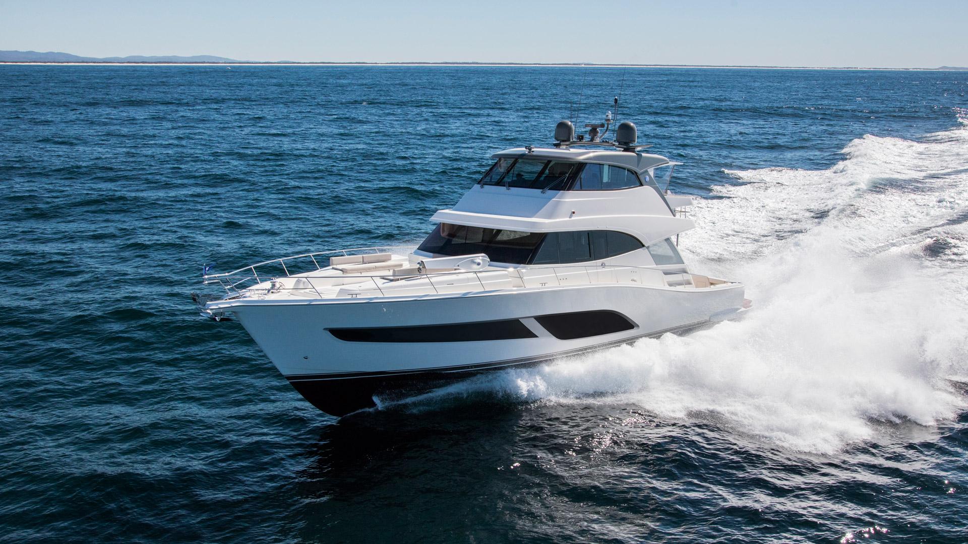 Riviera 68 Sports Motor Yacht Running 09 R