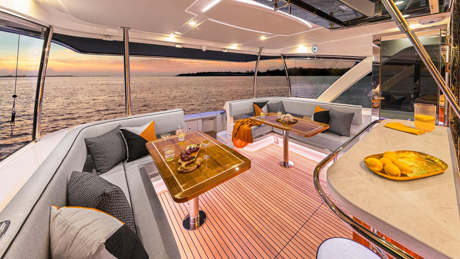 Riviera 72 Sports Motor Yacht Alfresco 01
