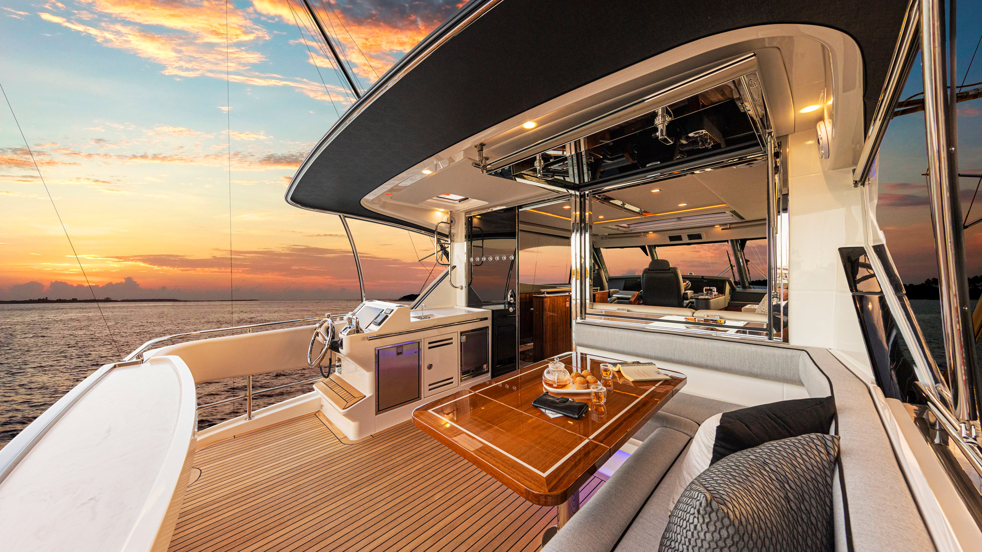 Riviera 72 Sports Motor Yacht Flybridge Aft Deck 01