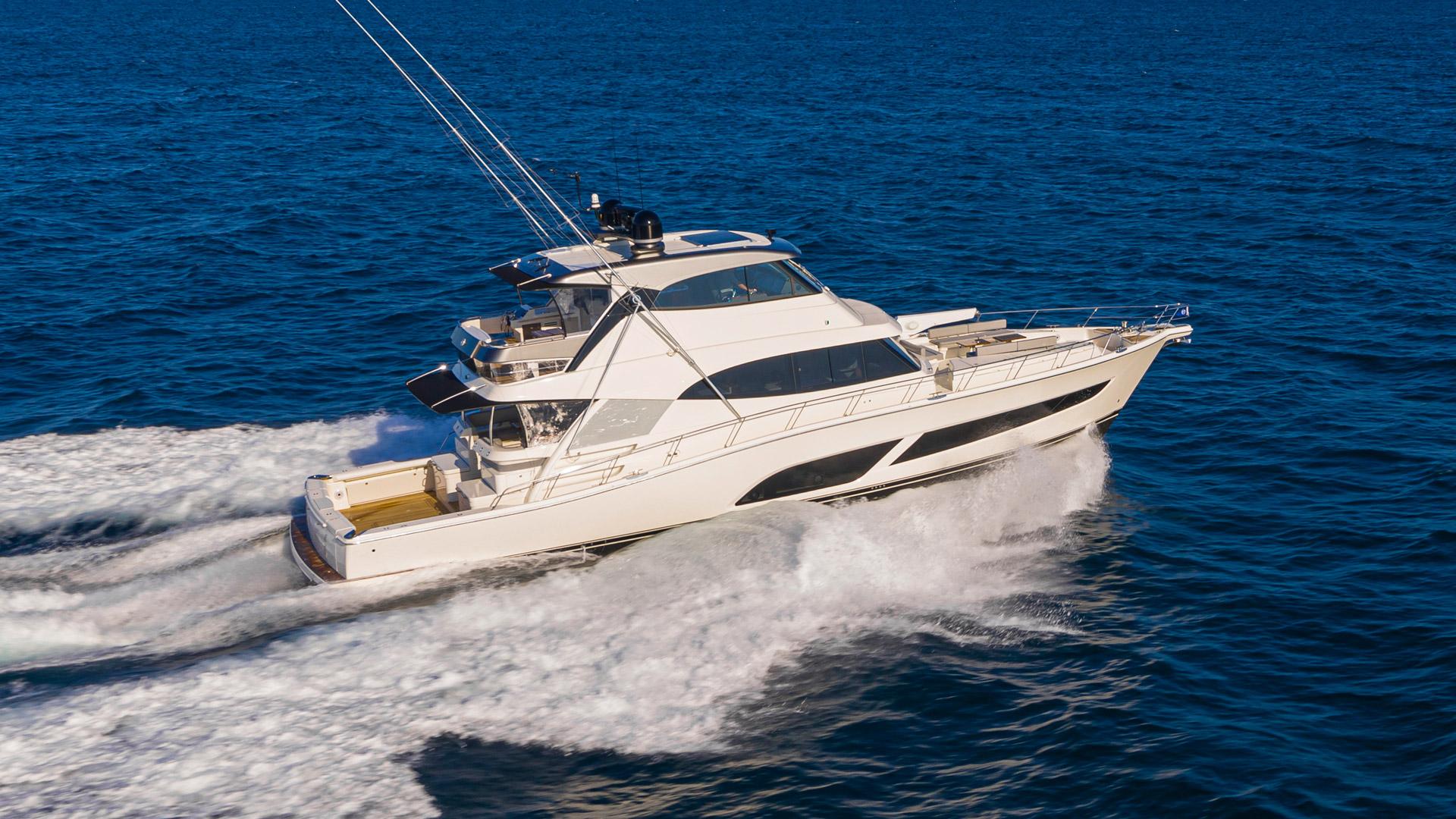 Riviera 72 Sports Motor Yacht Running 001