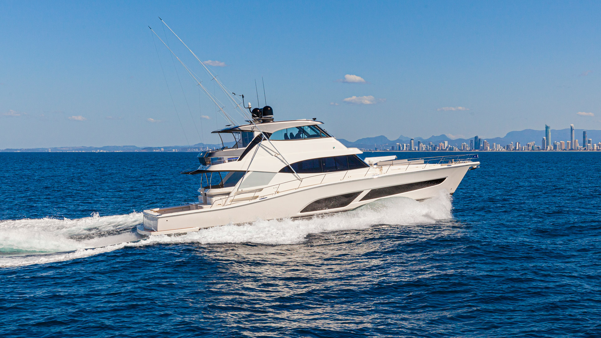 Riviera 72 Sports Motor Yacht Running 003
