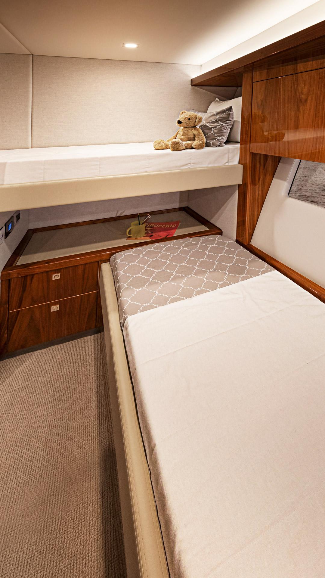 Riviera 72 Sports Motor Yacht Starboard Stateroom 02